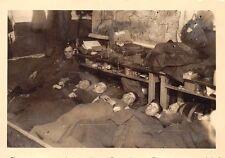 Foto deutsche Soldaten schlafen im Schlafsaal in Ahrhütte in der Eifel 1939