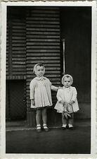 PHOTO ANCIENNE - VINTAGE SNAPSHOT - ENFANT FILLE MODE JOUET BONNET - FASHION TOY