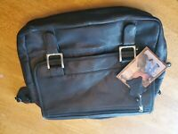 New Canyon Outback black leather expandable briefcase
