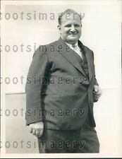1933 NYC Caterer Louis H F Moquin Prohibition's End Buys Wine  Press Photo