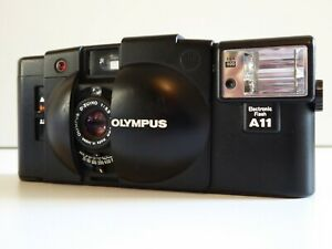 OLYMPUS XA2 35MM FILM CAMERA WITH A11 FLASH & CASE TESTED & WORKING