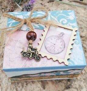Caja de madera decorada a mano. Pieza única ,Original y diferente .