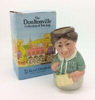 Royal Doulton Mrs Loan Librarian Doultonville Colección D6715 Toby Jug Vintage