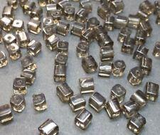 40 perles de verre carrées 4x4mm gris