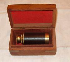 Petit télescope en laiton gainé de cuir dans coffret bois et laiton boite