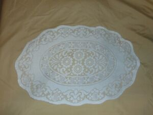 NEW WITHOUT TAGS SET OF NINE OVAL CREAM COLORED  FABRIC PLACEMATS & NAPKINS