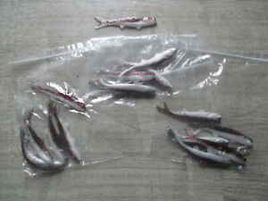 LOT OF 15 BANJO MINNOWS  PURPLE RED SPARKLE AND WHITE