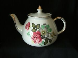VINTAGE  GIBSONS ROSE PATTERN DESIGN 1.75 TEAPOT TEA POT MADE IN ENGLAND .