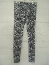 EXHALE by DAVID LERNER NEW YORK FLORAL LEGGINGS GRAY & WHITE SIZE SMALL NWOT
