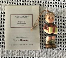 Hummel Goebel Ornament 'Gift for Daddy' 2001