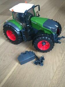 BRUDER Fendt Traktor 1050 Vario mit Mechaniker 04041/ NEU!