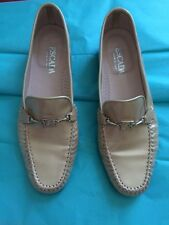 ESCADA Women's Metallic Gold Patent Leather Hand Sewn Loafers  Size 7.5 B #06111