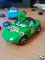 Disney Pixar Cars Tia Chick Grün mit Wackelaugen Maßstab 1:55 Metall