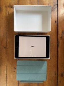 Apple iPad Mini (5th Generation) 64GB, Wi-Fi, 7.9in - Space Grey - CASE BUNDLE