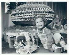 1987 Press Photo Cute Smiling Toddler Boy by Giant Chocolate Easter Egg