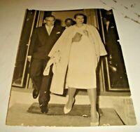 foto originale anni '50 PRINCIPE RANIERI E GRACE DI MONACO ESCONO DAL CONSOLATO