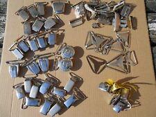 Ancien gros lot de pinces pour bretelles en métal dont US vêtements d'époques...