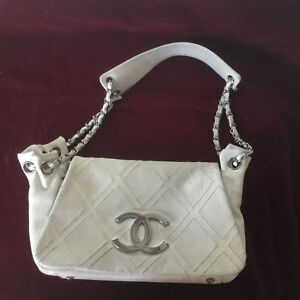 CHANEL CLASSIC FLAP MEDIUM ACCORDION HOBO BAG SILVER LOGO in FADED WHITE LEATHER
