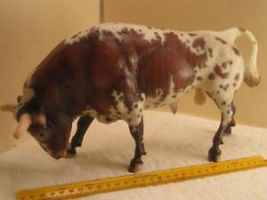 lot Q,vintage toy,Breyer model bullfighting bull,collectible farm animal,rare,ol