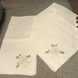 NwT 10 Christmas HOLLY Cloth Table Napkin