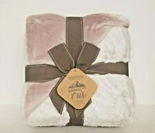Berkshire Luxe Collection Faux Fur Blanket Pink Champagne w Gift Box 50 x 70