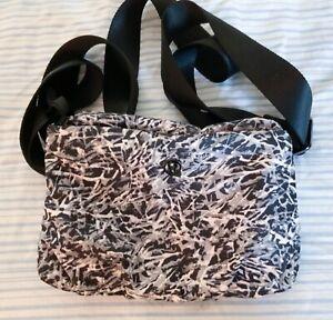 Lululemon Essential Mat Carrier Bag Zip Pouch Strap Ripple Seal Gray Black Nylon