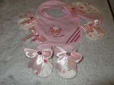 BABY GIRLS ROMANY/BLING STUNNING HAT/MITTENS/BOOTIES/BIB SET 0-3 MONTHS
