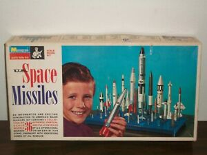 Monogram 1/144 Scale U.S. Space Missiles