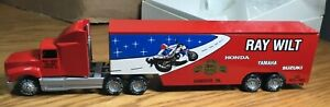 Winross Ford L9000 Ray Wilt Tractor/Racing Trailer  1/64