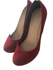 Ladies Red Suede Shoes Size 6 (39)