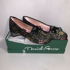 New In Box Vintage Daniel Green Comfy Slippers Shoes Floral Brocade Flowers Sz 6