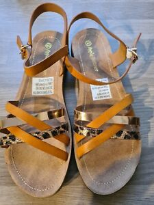 Womens sandles size 3