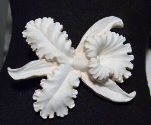 VINTAGE BROOCH CHALKY WHITE CELLULOID FEATHERLITE ORCHID FLOWER BLOSSOM PIN