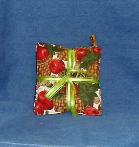 **NEW** Cinnamon Scented Decorative Winter Holiday Hot Pads - Apples & Holly
