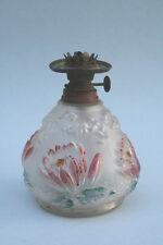Petroleumlampe, Glas mit Seerosen, um 1900