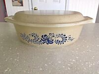 Vintage Pyrex Homestead Casserole Dish Lid #045  2.5 Quart Tan Speckle Blue Oval