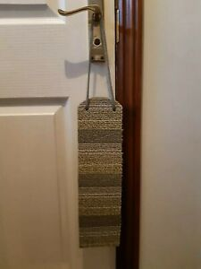 Door hanging cat scratcher