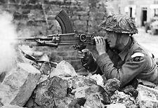 WW2 - Fusil-mitrailleur britannique Bren de 8,38 en action