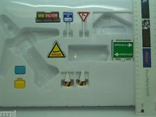 G Scale  AIRPORT SIGNS RUNWAY, BILBORAD, CONES , BAGGAGES, DANGER SIGNS, NIB