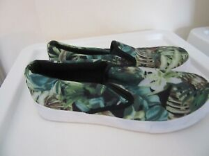 Fabric ladies green jungle slip-on pumps shoes size 5 (38)