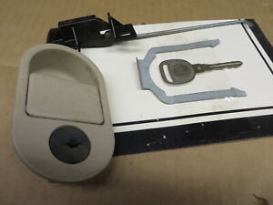 OLDS OLDSMOBILE INTRIGUE 98-02 1998-2002 GLOVE BOX LATCH & LOCK w/ KEY + PARTS