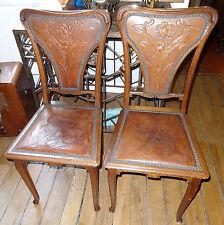 Paire de chaises JUGENDSTIL ART NOUVEAU cuir de Cordoue décor aux acanthes