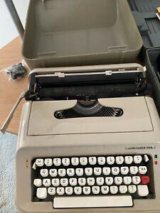UNDERWOOD 319 Portable Typewriter