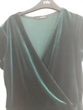 NEW QUIZ green//berry velvet cold shoulder flute sleeve top