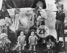 BARBARELLA Enfants POUPEE VADIM Fantastique Arbalète Surréaliste Weird Photo '68