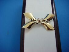 ELEGANT, VINTAGE 18K TWO TONE GOLD WITH SAPPHIRES AND RUBY, BOW DESIGN BROOCH