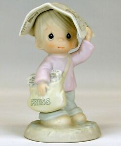 Precious Moments 'Sending You Showers of Blessings' Figurine   1988   USED