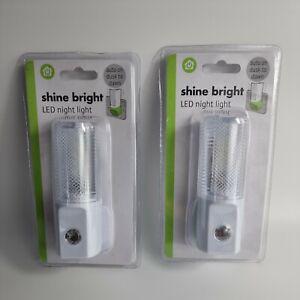 2 LED Night Lights UK Plug Dusk To Dawn  Shine Bright Safety light FREE Postage