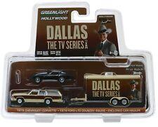 1:64 GreenLight *HITCH & TOW* DALLAS TV SERIES Ford Wagon Corvette & Trailer NIP