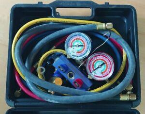 """MASTERCOOL 59861 Blue R410A, R22, R404A 3-Way Manifold Set with 3-1/8"""" Gauges"""